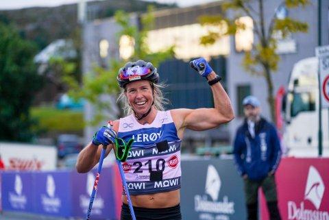 Toppidrettsveka, 1. dag. Astrid Øyre Slind vant dameklassen under 55 km klassisk fellesstart kvinner og menn.