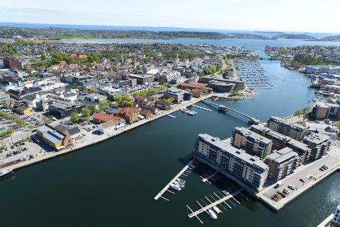 MYE TIL SALGS: Mange boliger er til salgs i Vestfold om dagen. Her fra Kaldnes og Tønsberg by.