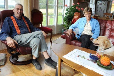 HÅPER: – Vi tar ikke noe for gitt før han er ute av landet, sier Jostein Holm. Han og kona Martha var Joshua Frenchs vennefamilie da han bodde i Re.