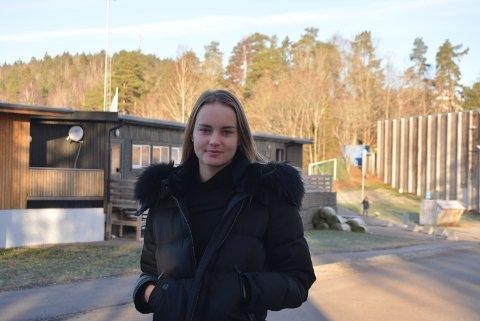 KRISE: Maria mener situasjonen med bussene fra Re videregående skole er helt krise.