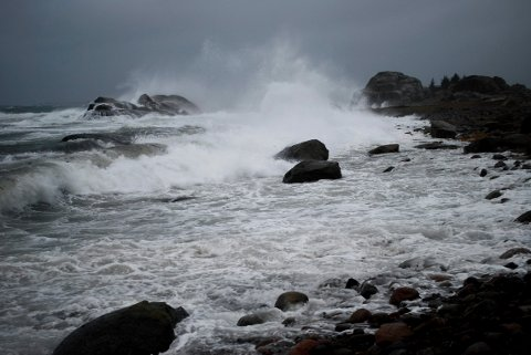 - Jeg ville unngått å være ute småbåt i Oslofjorden torsdag, og det kan være lurt å sikre løse gjenstander, sier meteorolog Per Egil Haga.