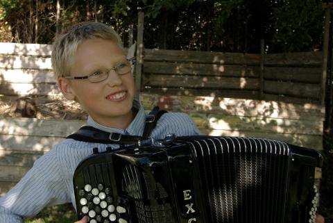 EGET ALBUM: 14-åringen Reidar Næss har spilt trekkspill siden han var åtte år gammel. Nå gir han ut sitt førse trekkspill solistalbum.