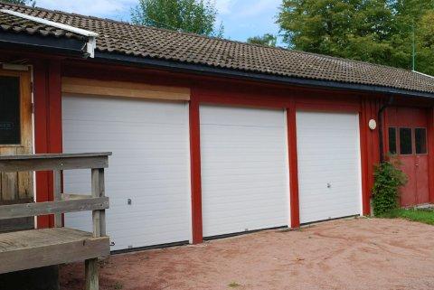 AVVIK: Hos Veierland brannstasjon (branngarasje) ble det oppdaget sju avvik i det elektriske anlegget.
