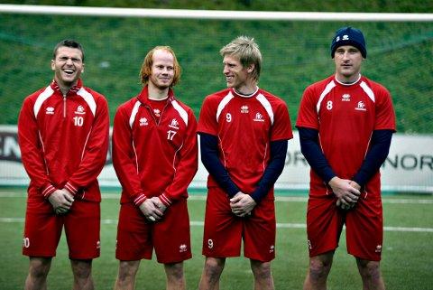 TOK GREP: FKT-trener Lars Olof Mattsson ga spillerne sex-nekt fram til sesongslutt i håp om å redde klubben fra nedrykk i 2005.  Armin Sistek (til venstre), Stian Rørby, Per Egil Swift og Lars Petter Hansen tok en for laget og stilte opp for fotografen.