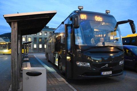 BLE STOPPET: Denne måneden kan du ikke betale med kontanter på Vys Expressbusser. Det kom som en overraskelse på en passasjer som skulle fra Notodden til Oslo i helgen. Illustrasjonsfoto Foto: Beate Evensen