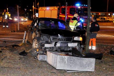 Slik så det ut etter at en bil meide ned styringsboksen i Mammutkrysset i 2008. Lyskrysset var mørklagt i 14 dager.