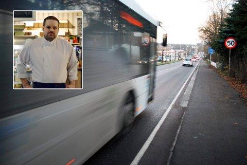 NESTEN-ULYKKE: Jan Tore Bruseth var på vei hjem fra jobb da han nesten ble truffet av bussen som kjørte på rødt lys. Bussen på bildet har ingenting med saken å gjøre.