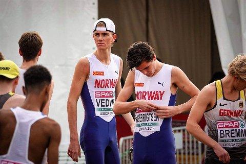 TEAMWORK: Jakob Ingebrigtsen (vant) og sikret i tillegg lagsølv til Norge sammen med blant andre Jonatan Andersen Vedvik.