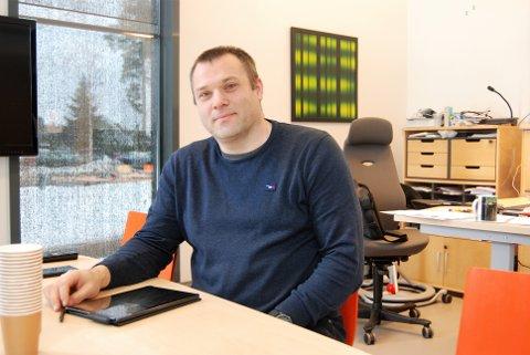 ALVORLIG: Rektor ved Teigar ungdomsskole, Stig Lund Johannesen, er bekymret for flere av ungdommene ved skolen.