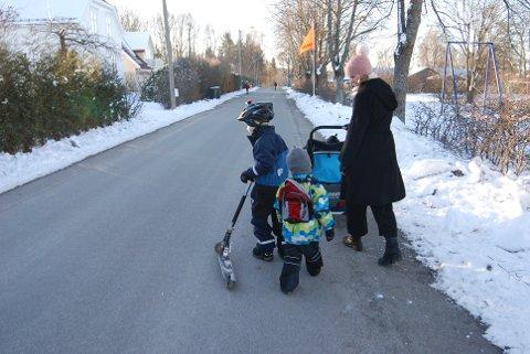VANT TIL Å BEVEGE SEG: Guttene til Stine-Marie er vant til et aktivt liv. – Det er så hyggelig med den tiden vi får sammen om morgenen og ettermiddagen, synes mammaen.