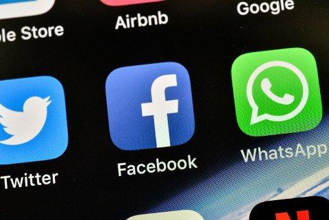 TRØBBEL: Facebook utelukker at problemene skyldes et såkalt tjenestenektangrep. Illustrasjonsfoto: Martin Meissner / AP / NTB scanpix
