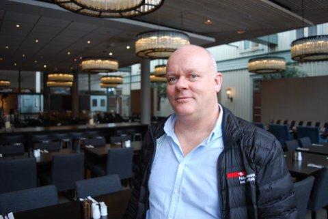 FÅ MED TARIFFAVTALE: Det er kun én restaurant i Tønsberg som har inngått en tariffavtale med sine ansatte.  – Det er litt rart at flere ikke ser at lønna ville gå opp hvis de er villige å ta den kampen, sier Ivar Sætre organisasjonssekretær i Fellesforbundet.