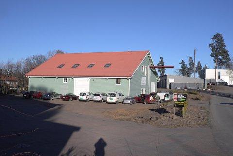 HØSTMARKED: I klubblokalene på Vear arrangerer Tønsberg veteranbilklubb gjenbruksmarked lørdag.