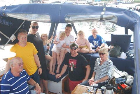 Hele storfamilien Solhaugen på besøk fra Lillestrøm. Heldigvis sover ikke alle i én og samme båt..
