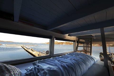 PÅ HVASSER: Med sine åtte kvadratmeter er Startbua, ytterst på den lange steinmoloen i Sandøsund, den mest populære kystledhytta i Vestfold.