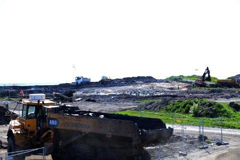 SMÅ MENGDER IGJEN: Oppryddingen etter Esso-rafineriet her på Vallø var omfattende og pågikk i flere år. Likevel har ikke absolutt alt av forurensing latt seg fjerne.