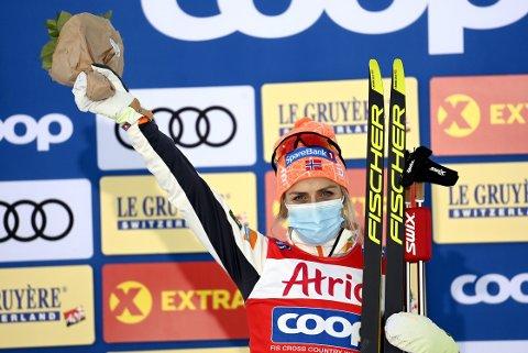 VANT I FINLAND: Frida Karlsson ledet kvinnenes 10 km klassisk etter 3,1 kilometer, men Therese Johaug tok over ledelsen halvveis og fortsatte å øke fram til mål. I mål endte Johaug 21,8 sekunder foran svenske Karlsson.