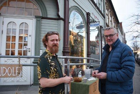 STOR DAG: iLevanger.no sin redaktør Gaute Ulvik Haugan og sjefredaktør John Arne Moen i Trønder-Avisa var begge glade for at Levanger nye lokalavis ble lansert onsdag.