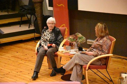 HUMOR: 99 år gamle Helga Woll fortalte om sin egen oppvekst og en adventstid helt annerledes enn dagens i møte med Hildur Norum.