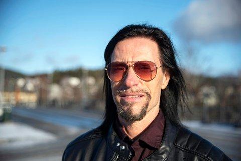 FRUSTRERT: Festivalsjef Svein Bjørge for Steinkjerfestivalen er frustrert over gjentatte svindelforsøk i festivalens navn på Facebook.