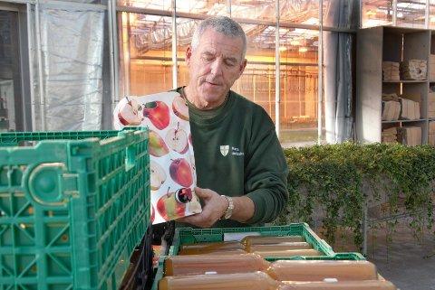 EPLEJUICE: – Vi har tatt imot epler døgnet rundt fra august, og kommer til å holde på ut oktober mest sannsynlig. Vi har merket at pågangen har roet seg litt den siste tiden, sier driftsansvarlig ved gartneriet på Mære landbruksskole, Arnar Risan.