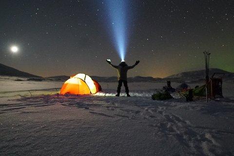STJERNEKLART: Vil du se nattehimmelen i all sin prakt, er det ingen bedre måter å gjøre det enn å dra ut med telt på vinterstid.