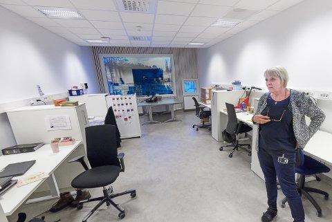 Rektor Lillian Breivik ved Nesheim skole forteller at smittevernsarbeidet ved skolen stort sett går fint, men at det krever mye av ansatte ved skolen. – Lærerne får veldig lite pausetid.