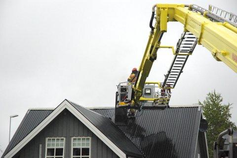 PIPEBRANN: Mandag kveld rykket brannvesenet ut etter meldinger om pipebrann på Spillum i Namsos.