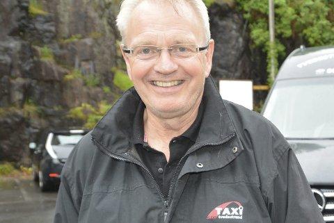 Asbjørn Karl Olsen har 35 år bak seg i politiet. Nå er han pensjonist, og kjører drosje på «fritiden».