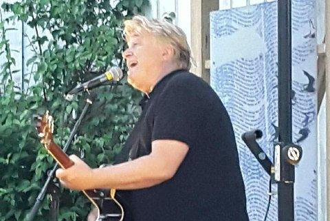 Fra fjorårets konsert med Jørn Hoel i Museumshaven.