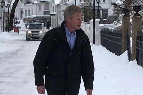 Knut Aall skriver på facebook at suspensjonen ikke trenger å være til hinder for å kunne bli nominert på Tvedestrand Høyres liste ved kommunevalget i 2019.