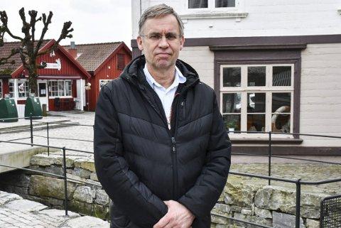 Kommuneoverlege 1: Hans Tomter får daglig oppdatering om korona-situasjonen av fastlegene i Tvedestrand. Daglig tas det tester. Arkivfoto
