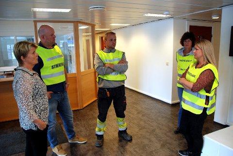 I streik: Valdres Energiverk er i streik. Her er Bjørg Brestad (t.v.) i samtale med de streikende. Arkivfoto: Tor Harald Skogheim