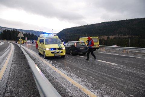 Vegen mellom Tonsåsen og Fagernes vil være full av utrykningskjøretøyer i dag.