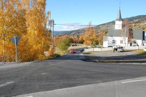 Asfalt: Den kommunale Kyrkjevegen i Røn, som går ned til E16 ved Hagali nord for Røn, vart asfaltert i forrige veke.