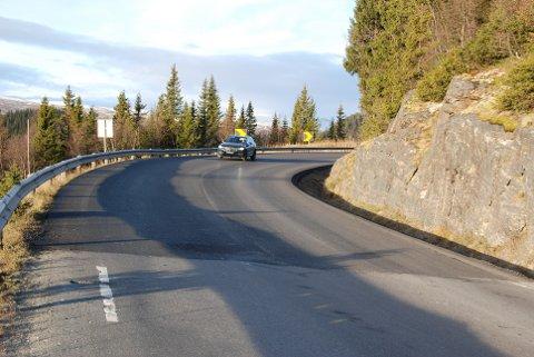 Ny asfalt: Det er lagt asfalt gjennom Smådalssvingen og cirka 100 meter videre nordover.
