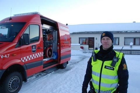 Rask avklaring: Innsatsleiar Vegar Storsveen i politiet rosar brannmannskapa for effektivt arbeid.