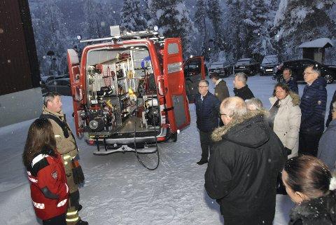 Ny brann- og redningsbil: Roger Tveit (t.v.) var med og orienterte og svara på spørsmål frå dei folkevalde i Vestre Slidre.