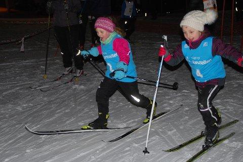 IVRIGE:  Mina Røang Alstad og Jenny Dokken Stensæter er endelig i gang med løpet sitt.