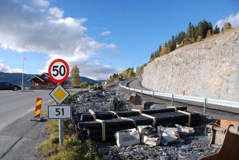Lang gang- og sykkelveg: I 2011 starta arbeidet med å byggje gang- og sykkelveg nordover frå Rogne Samvirkelag. I 2019 vil heile vegen vera ferdig fram til Kyrkjebergvegen.