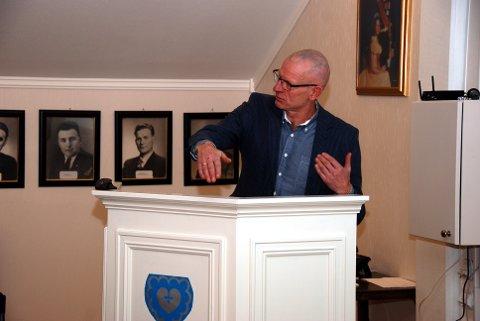 Fekk spørsmål: Rådmann Martin Sæbu måtte svare på spørsmål om byggjesaksgebyr og behandlingstid.