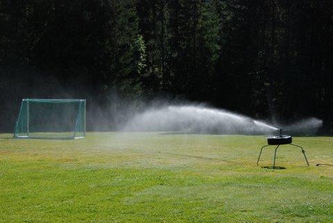 Vatning: Storefoss-banen får vatn frå eit eige jordvatningsanlegg i Volbu, og ikkje frå Vindin vassverk.