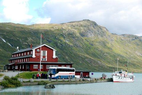 Eidsbugarden: For 150 år sidan fekk Aasmund Olavsson Vinje bygt seg ei bu på odden der hotellet no står, og Vinje er sentral også i sommarnummeret til Eidsbugarden Budstikke.