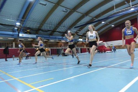 Superfinale: Med nr. 200 på brystet løp Maria Lill Garvik fra Fagernes IL inn til 5. plass på 60 meter med tida 8,32. Søsteren Sigrid Andrine Garvik fikk 8. plass med tida 8,57. Foto: Rune Halle