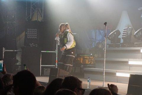TRÅKKET TIL: Julie Bergan ga alt under konserten, til tross for at stemmen ikke var som den skulle.