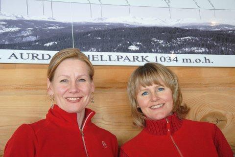 Erika Granlund og Marit Berger Akervold har vært synonymt med kanelboller og Fjellparkstua i 17 år. Nå er det tid for nye koster.