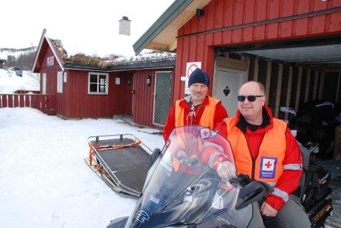 Stengt: Røde Kors-hyttene i Valdres vil være stengt i påska. Hjelpekorpset vil ha hjemmevakter, forteller Stig Aastveit (t.h.), her sammen med Jan Berger (bak).