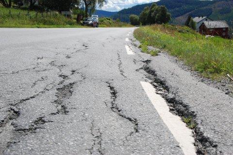 Hovudveg: Fylkesveg 51 mellom Heggenes og Beitostølen treng sårt utbetring. Dette punktet sør for tidlegare Heggenes Motell er berre eitt av mange.