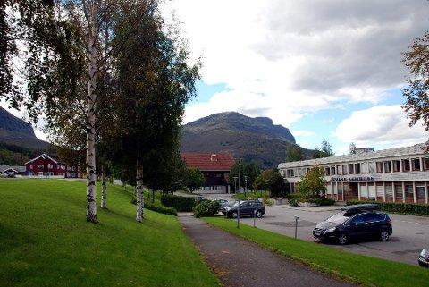 ANSIKTSLØFT: Kommunehuset i Vang får nye vindauge, ny heis og eit betre ventilasjonsanlegg.