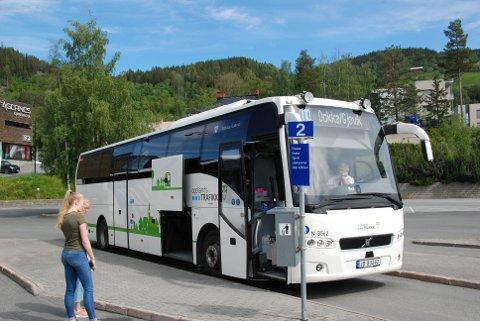 Endrar ruta: Frå og med fredag får bussen mot Dokka og Gjøvik avgang klokka 11.30, som er 5 minutt seinare enn no.